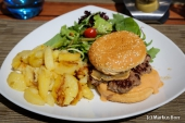 Hamburger à la Maison im Restaurant La Cloche